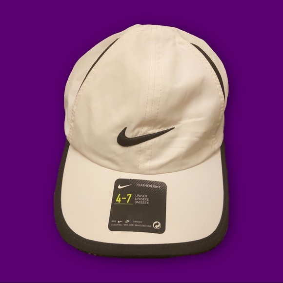 Nike Accessories - 🤪NWT NIKE FEATHERLIGHT HAT🤪